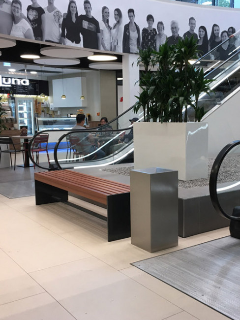SN-240 Litter Bin with planter ZONDA and bench ANDANTE