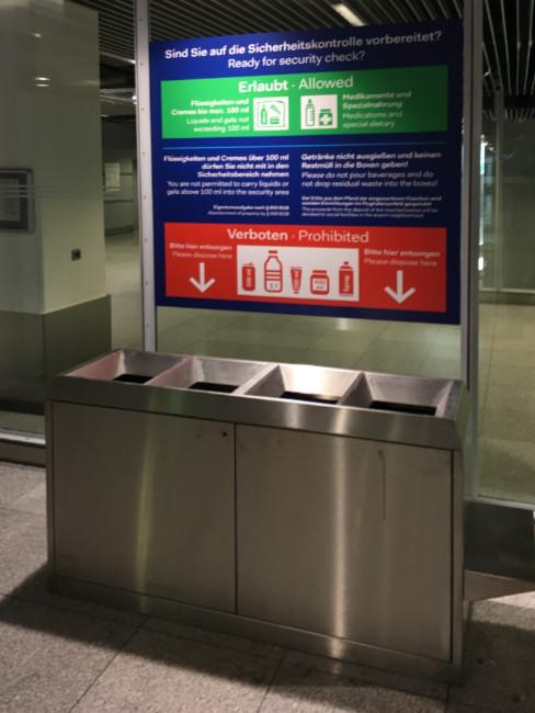 SN-274  Abfalltrensystem 4 Fraktionen aus Edelstahl. Konfiskatbehälter als Sonderanfertigung für einem Flughafen