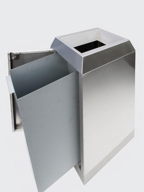 nach Entrieglung der Tür kann der Innenbehälter zum Entleeren entnommen werden