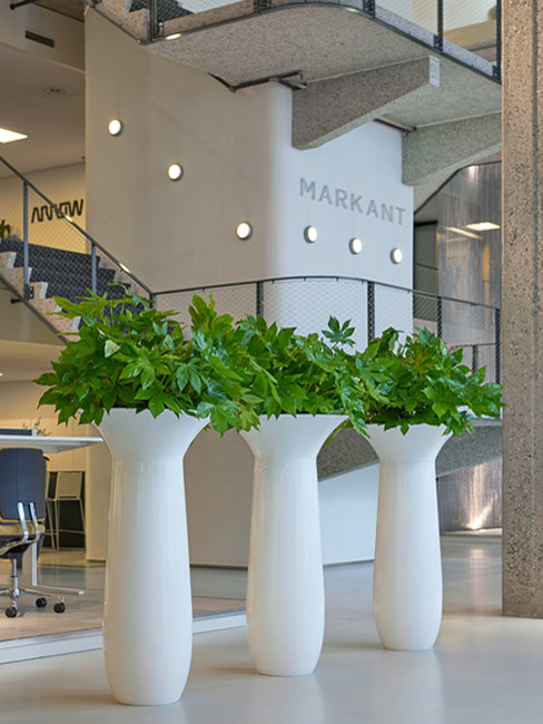 KARA Pedestal Planter round and cambered in Polystyrene