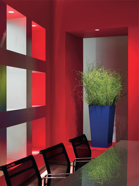 VOLTA: quadratisch und konische Pflanzensäule aus Kunststoff