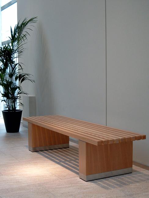 LENTO Sitzbank mit Buchenholzleisten und Edelstahlsockel