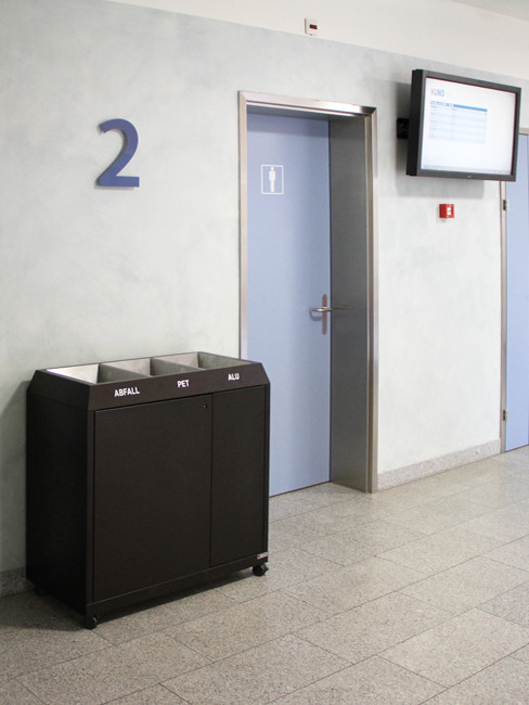 SN-273 Litter Separation Unit with 3 sections made of pre-galvanised steel and powder coated in white with castors